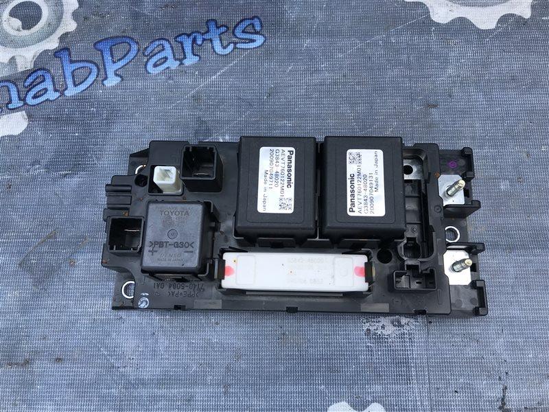 Блок реле Toyota Prius ZVW30 2ZR 2010