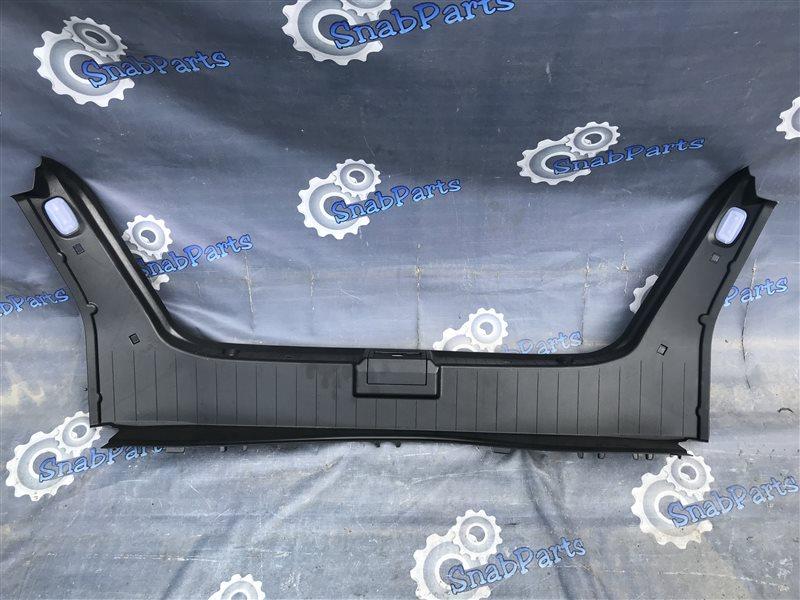 Накладка замка багажника Mercedes-Benz E-Class E300