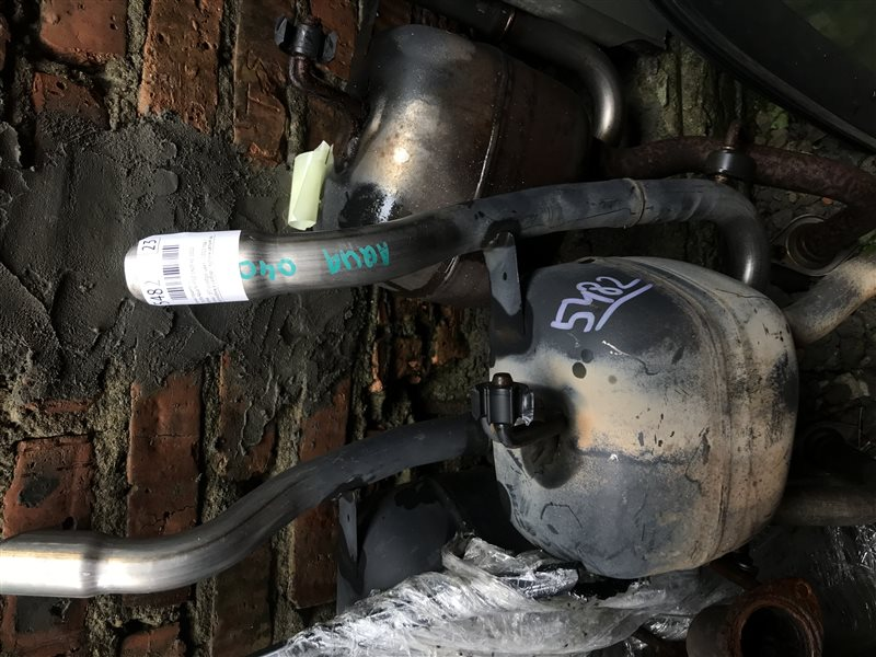 Бочка глушителя Toyota Aqua NHP10 1NZFXE 2012 правая