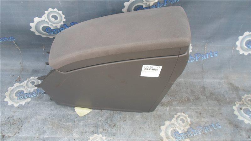 Бардачок между сиденьями Toyota Prius ZVW30 2ZR-FXE 2010