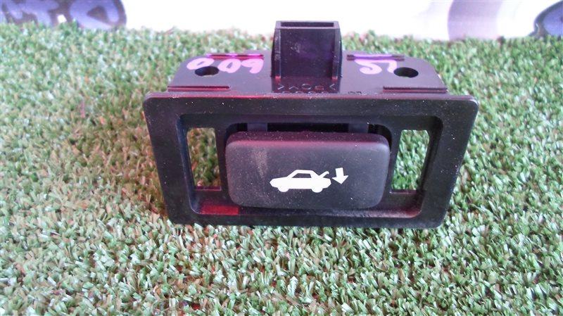 Кнопка открывания багажника Lexus Ls600Hl UVF46 2UR-FSE 2008