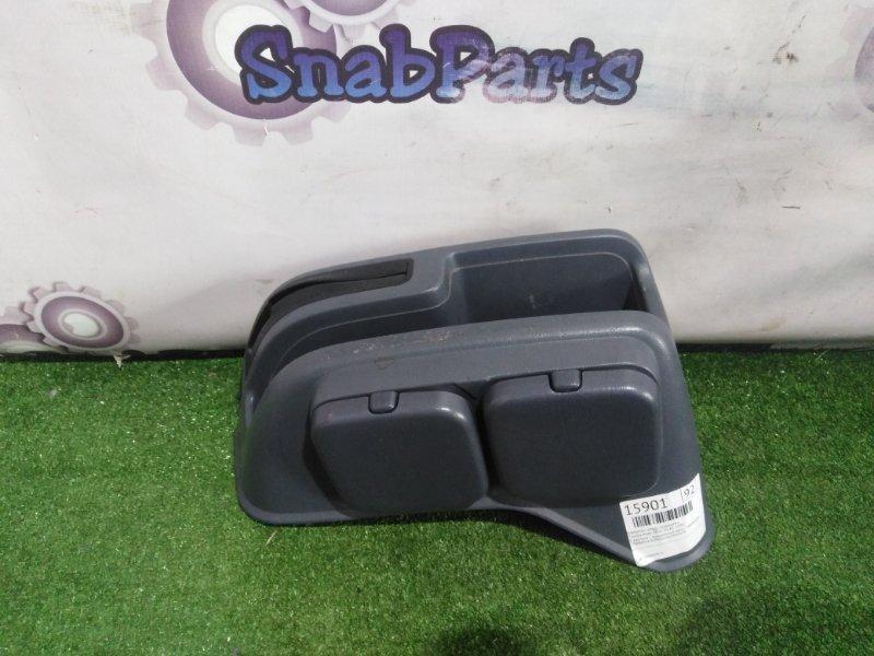 Бардачок между сиденьями Toyota Noah SR50 3S-FE 1998