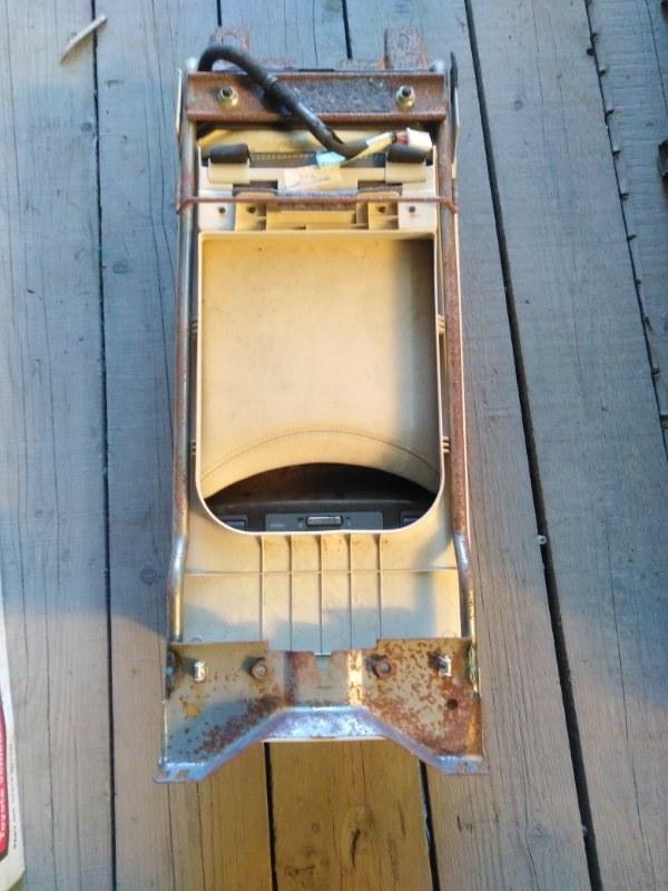 Подлокотник Lexus Ls600Hl UVF46 2UR-FSE 2008 задний
