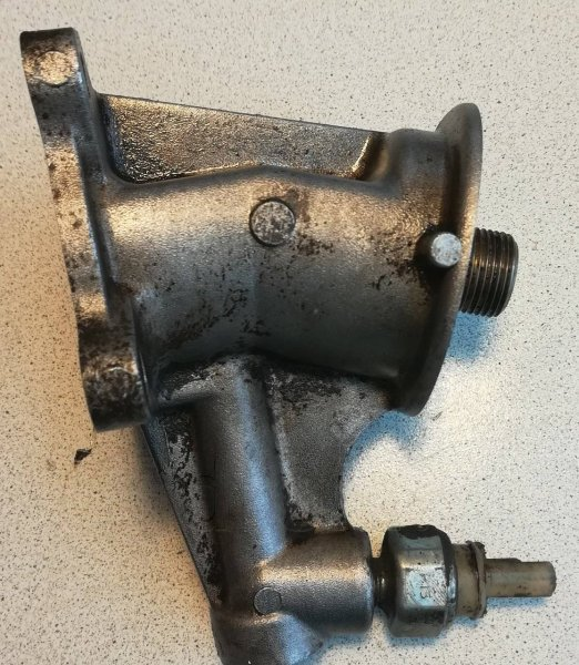 Кронштейн масляного фильтра Nissan Altima L30 KA24DE