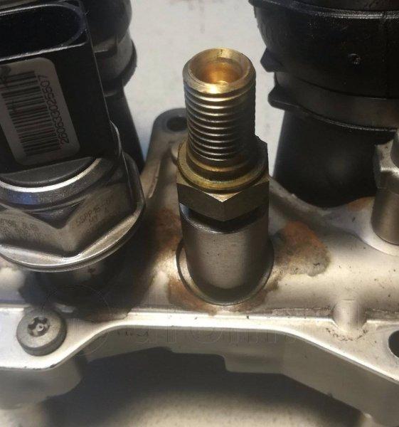 Клапан обратный Audi A3 8P1 AXX