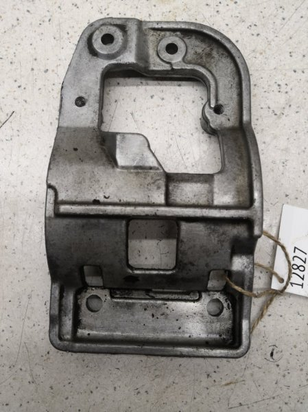 Кронштейн компрессора кондиционера Toyota Kluger V MCU20 3MZFE