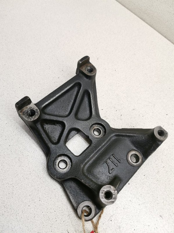 Кронштейн компрессора кондиционера Toyota Corolla EE100 4EFE
