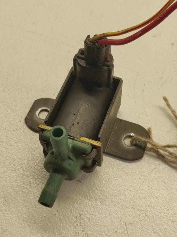 Клапан вакуумный Subaru Forester SG5 EJ202