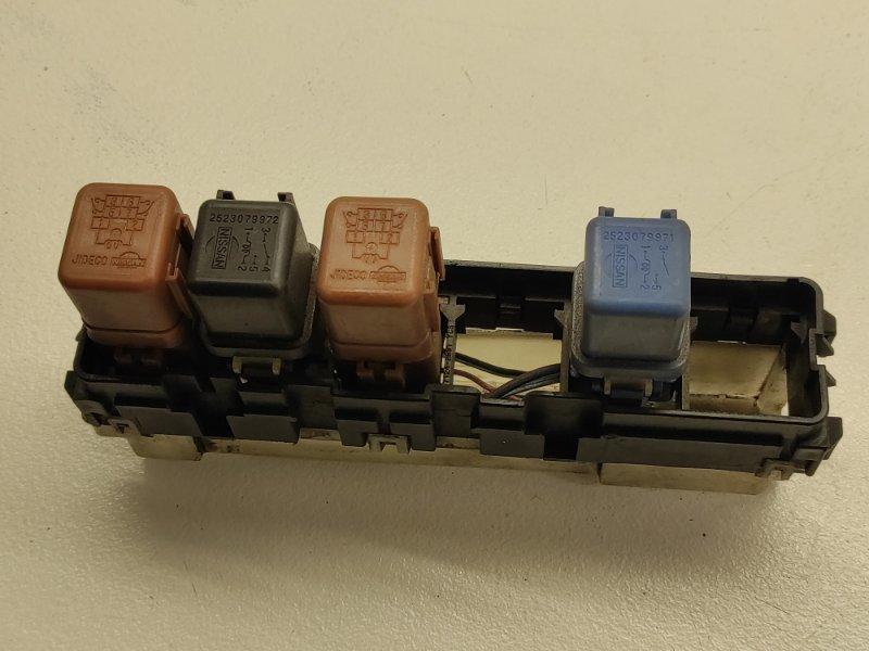 Блок реле Nissan Cube AZ10 CGA3DE