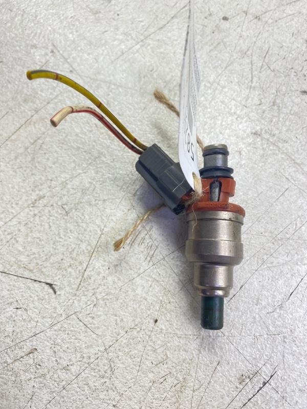 Форсунка топливная Mazda 323 BA B3