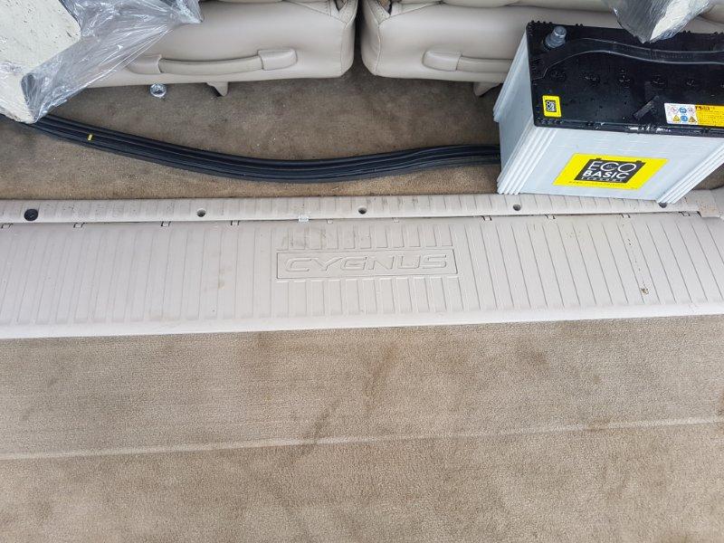 Накладка на 5 дверь Toyota Land Cruiser Cygnus UZJ100 2UZ-FE 2000 задняя