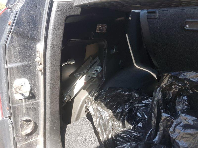Обшивка багажника Suzuki Escudo TD54W J20A 2007 задняя левая