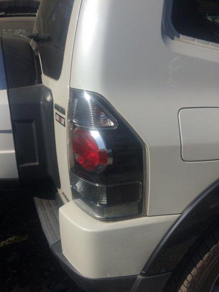 Стоп-сигнал Mitsubishi Pajero V87W 6G75 2006 правый