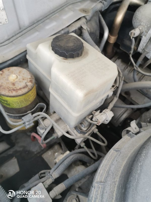 Главный тормозной цилиндр Toyota Land Cruiser HDJ101 1HDFTE