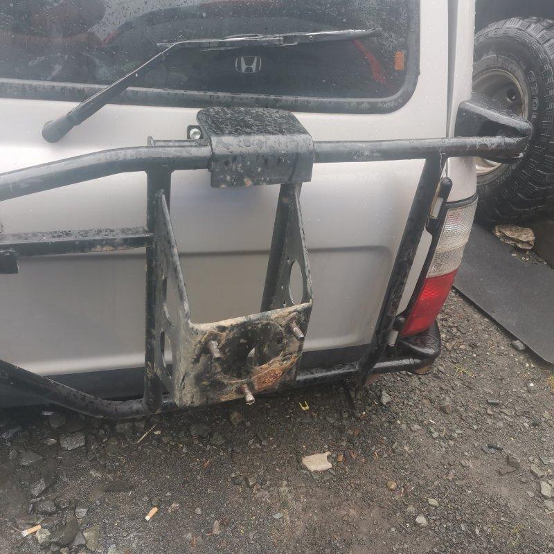 Крепление запасного колеса Toyota Land Cruiser HDJ81