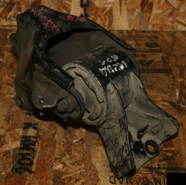Подушка двигателя Mazda 626 GF FS задняя