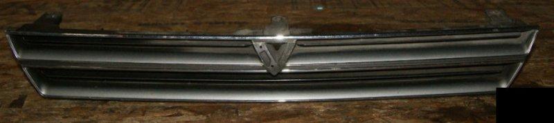 Решетка радиатора Toyota Vista SV30 4SFE передняя