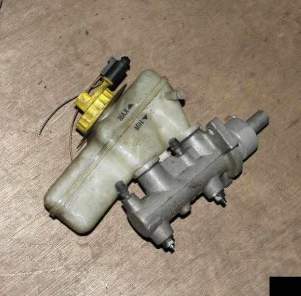 Главный тормозной цилиндр Volkswagen Golf IV APK