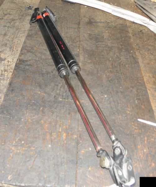Амортизатор задней двери Mitsubishi Rvr N23 4G63