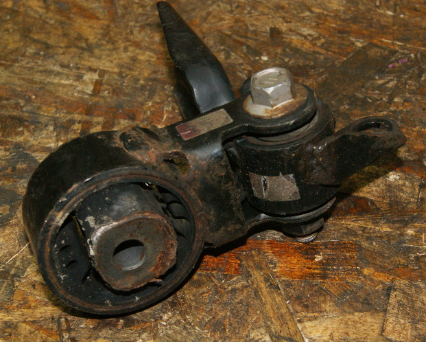 Подушка двигателя Toyota Vitz KSP90 1KRFE задняя