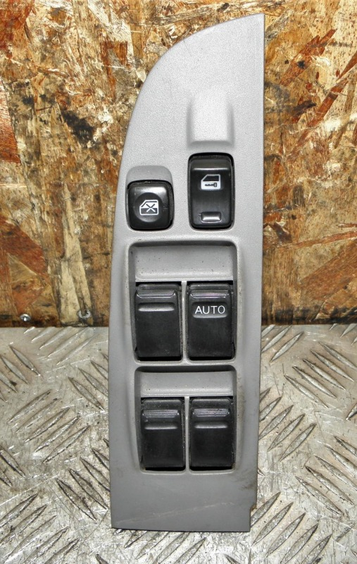Блок упр. стеклоподьемниками Nissan Sunny B15 QG15DE