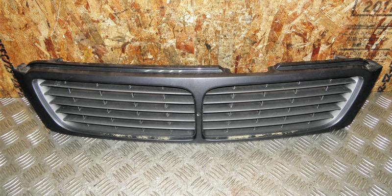 Решетка радиатора Nissan Bluebird EU14 SR18DE 1997