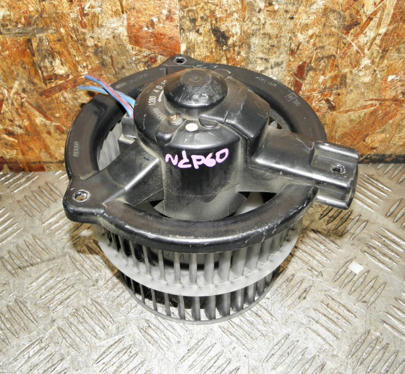 Мотор печки Toyota Ist NCP60 2NZFE 2002