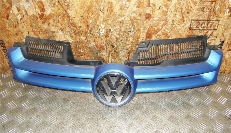 Решетка радиатора Volkswagen Golf V AXW