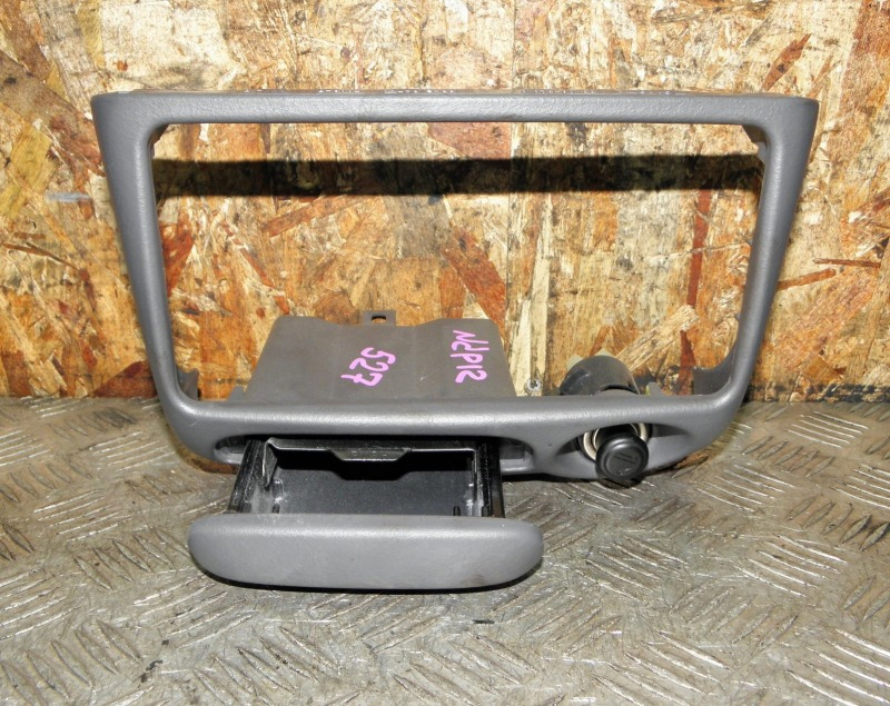 Рамка магнитолы Toyota Platz NCP12 1NZFE 2000