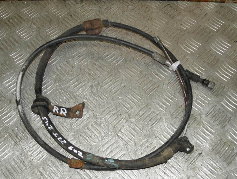 Тросик ручника Toyota Premio ZZT245 1ZZFE 2003 задний правый