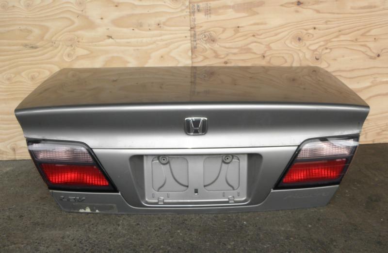 Крышка багажника Honda Accord CF4 F20B