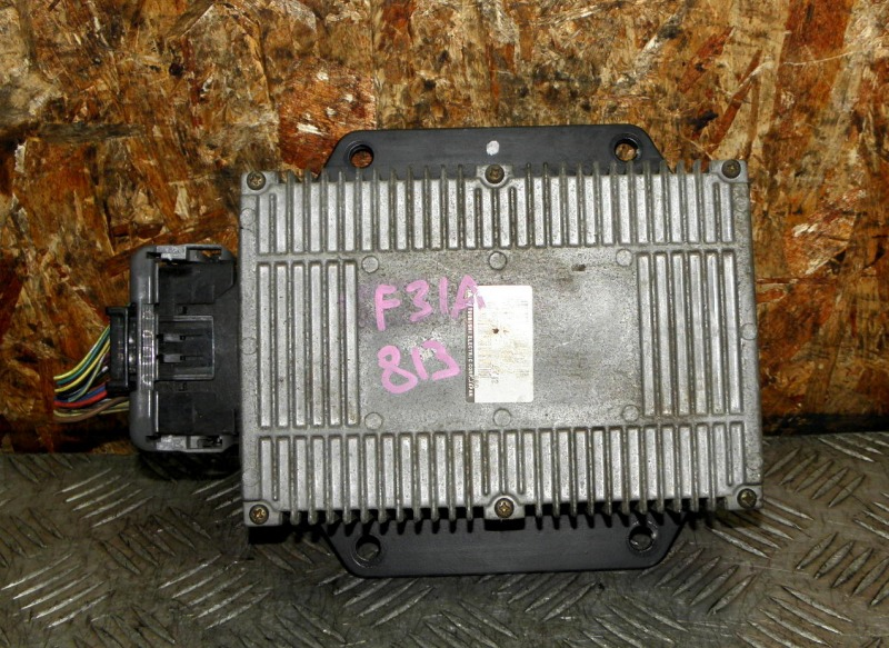Блок управления форсунками Mitsubishi Diamante F31A 6G73 1999