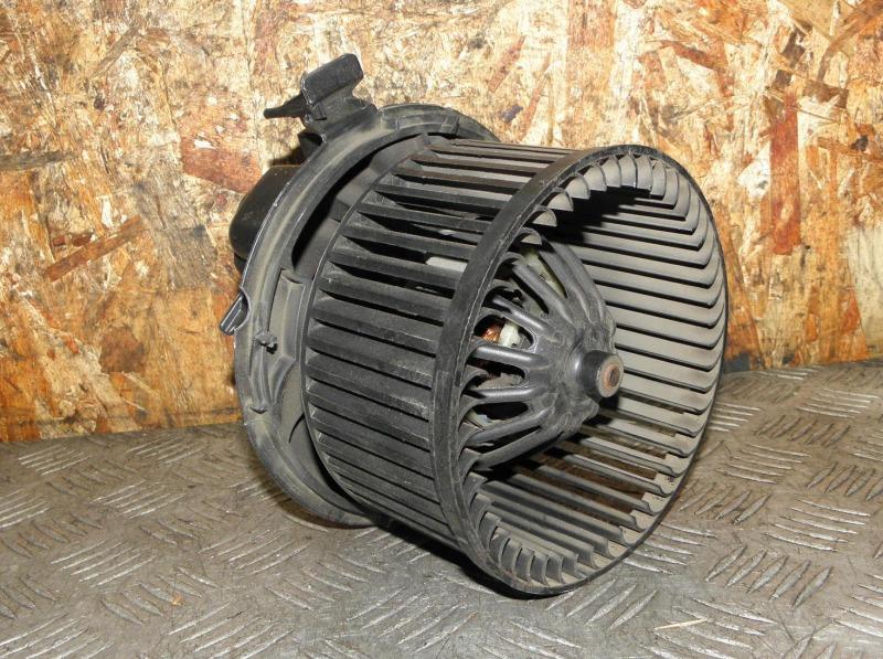 Мотор печки Renault Clio BR K4M801 (1.6) 2008