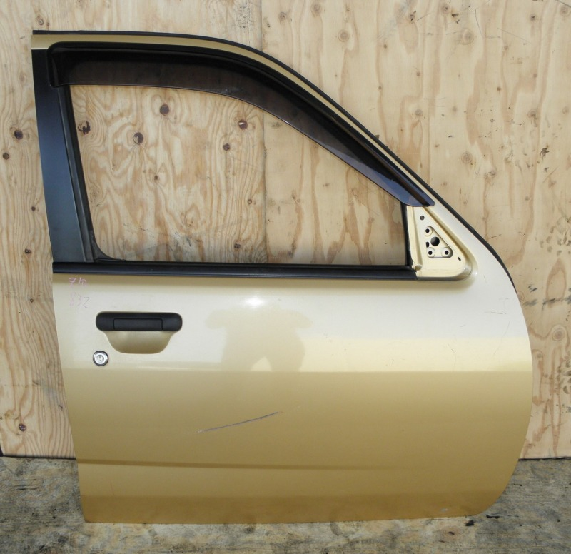 Дверь Nissan Cube Z10 CG13DE 1999 передняя правая