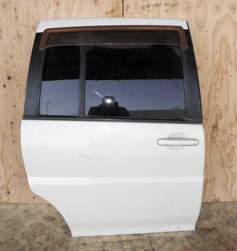 Дверь Nissan Liberty RM12 QR20DE 2002 задняя правая