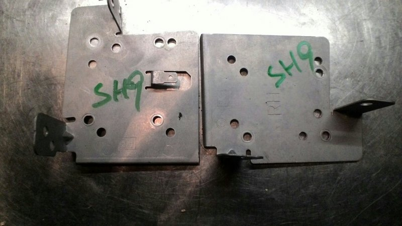 Крепление магнитофона Subaru Forester SH9 EJ-20