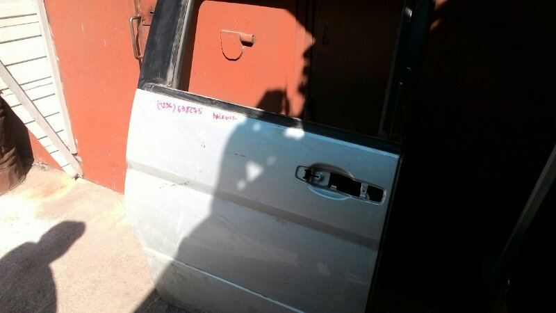 Дверь сдвижная Nissan Serena VNC24 правая