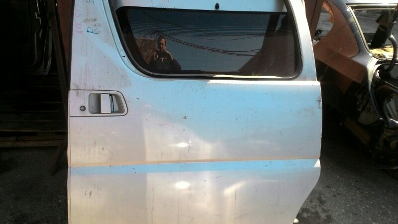 Дверь сдвижная Nissan Elgrand ATE50 ZD30DDTI левая