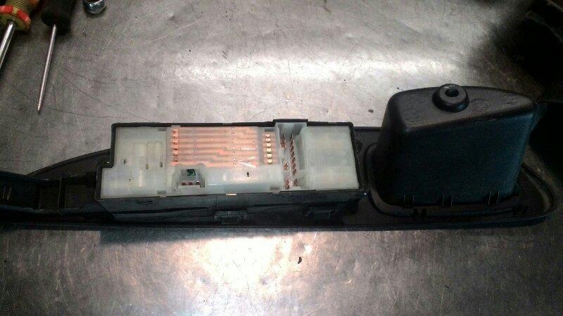 Блок управления стеклоподьемниками Nissan Primera Р12 QR20DE