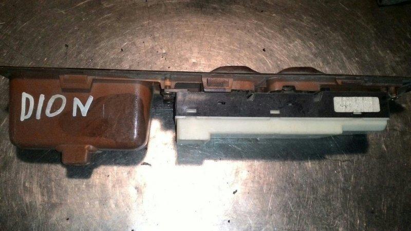 Блок управления стеклоподьемниками Mitsubishi Dion CP9W 4G63