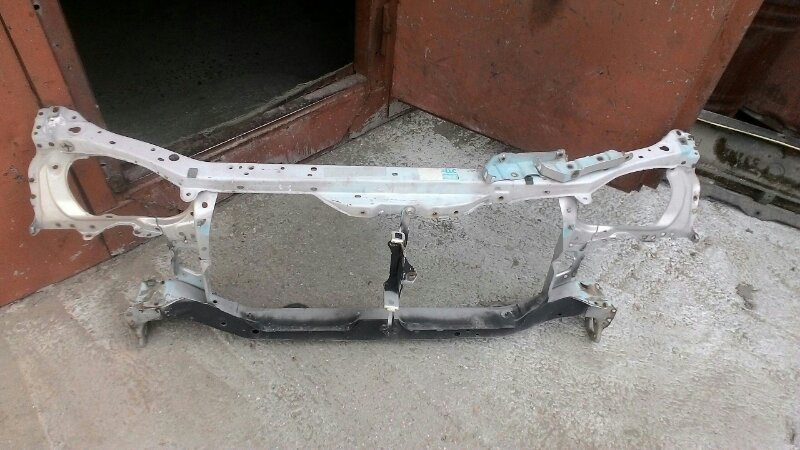 Рамка радиатора Toyota Sprinter AE111 5A-FE