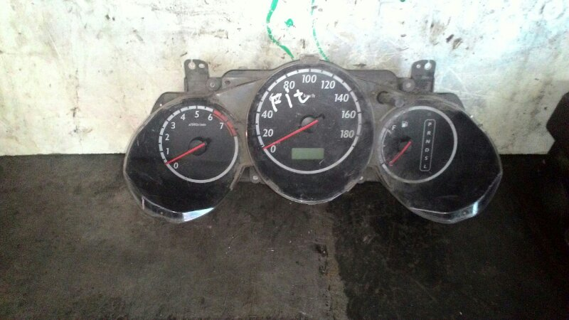Щиток приборов Honda Fit GD1 L13A