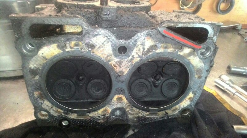 Головка блока цилиндров Subaru Legacy BG5 EJ 18 правая
