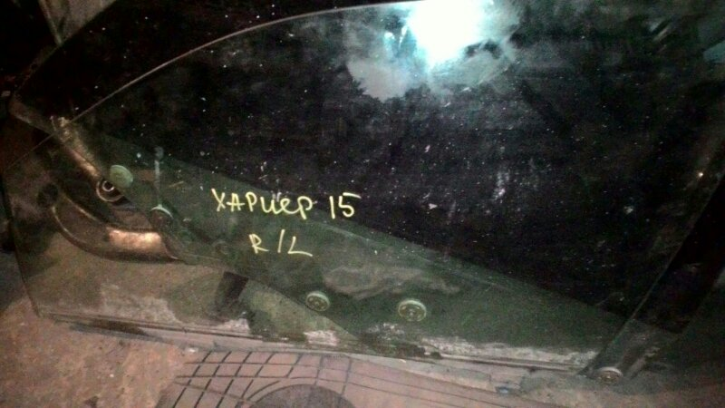 Стекло двери Toyota Harrier MCU10 переднее левое