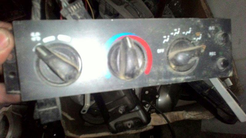 Блок управления климат-контролем Toyota Cavalier TJG00 T2
