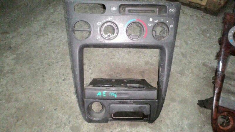 Консоль панели приборов Toyota Sprinter Carib AE111 4AFE