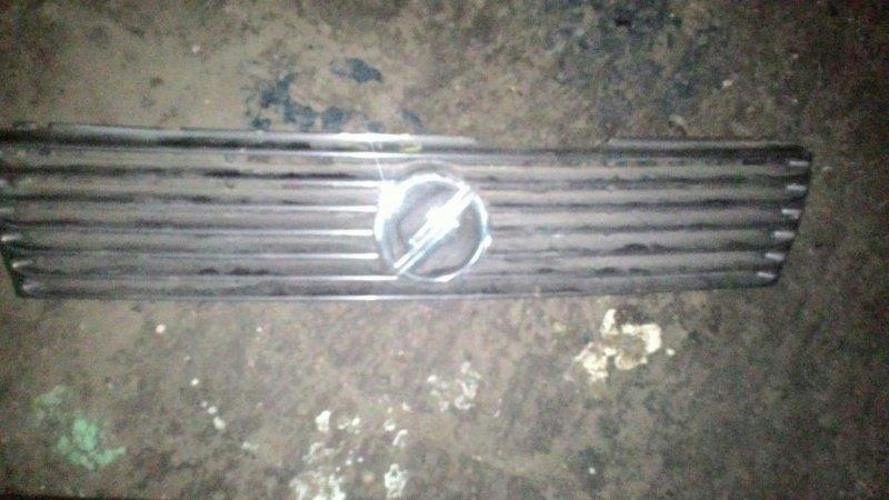 Решетка радиатора Nissan Sunny FB13 GA15DE