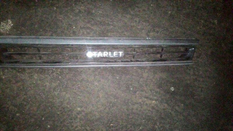 Решетка радиатора Toyota Starlet EP81 4E FE
