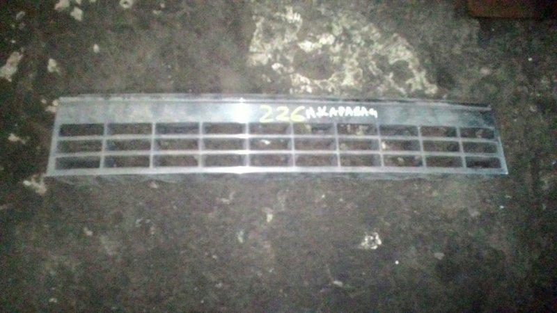 Решетка радиатора Nissan Caravan KSE24 LD20-T