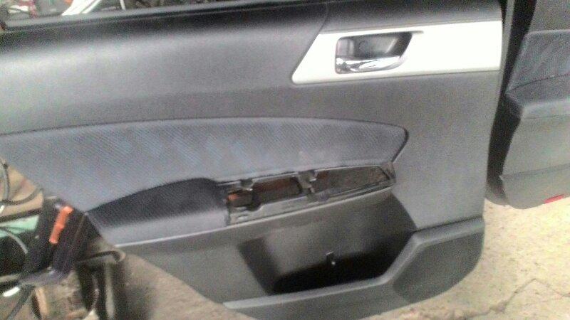 Обшивка двери Subaru Forester SH9 EJ-20 задняя левая